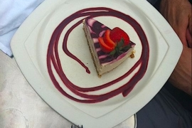 Cafe Green Raw Strawberry Cheesecake